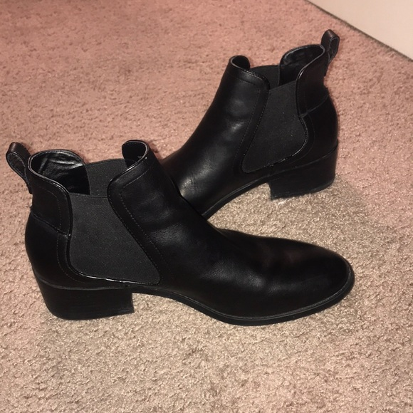 7f7b9ab3722 Steve Madden Dicey Chelsea Ankle Boots. M 5a936bd06bf5a67ae6c1e3b8